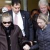 Hilary Clinton oo laga soo saaray isbitaalkii ay ku xanuusanaysay ee dalka Mareykanka
